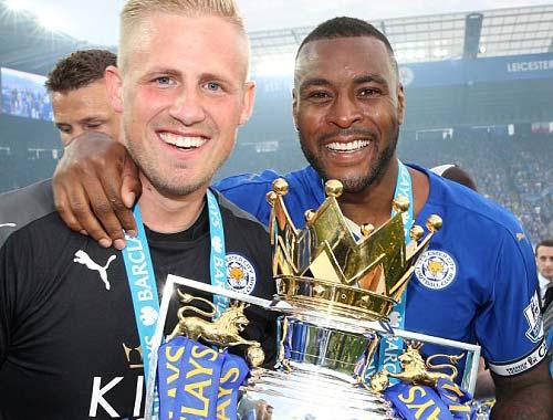 Leicester mở tiệc, học trò tắm sâm-panh cho HLV Ranieri - 12