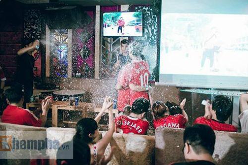 """""""Chao đảo"""" vụ fan nữ MU cầu hôn bạn trai ở Sài Gòn - 2"""