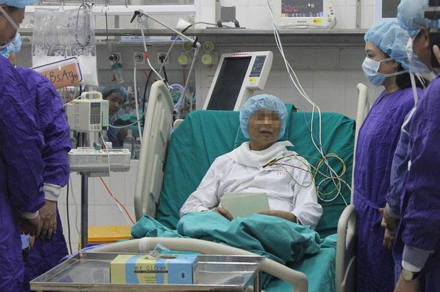 Xúc động giây phút BS cúi đầu trước thanh niên hiến tạng - 2