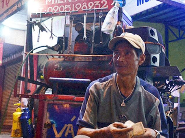 """""""Lão gàn"""" nghèo 12 năm sửa xe miễn phí cho người tàn tật - 1"""