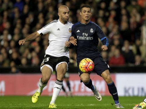 Real Madrid - Valencia: Mừng công ở Bernabeu - 1