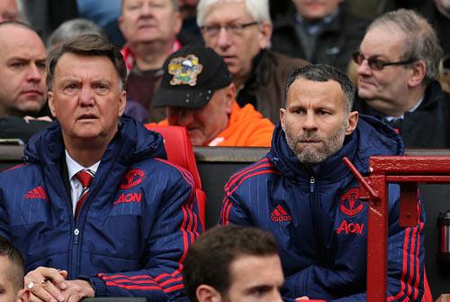 """MU """"bắt cá 3 tay"""" với Mourinho, Giggs và Van Gaal - 2"""