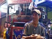 """Tin tức trong ngày - """"Lão gàn"""" nghèo 12 năm sửa xe miễn phí cho người tàn tật"""