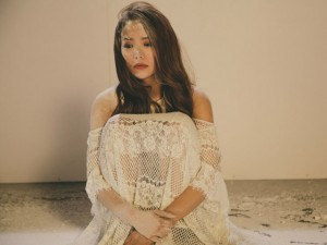 Minh Hằng đẹp như nữ thần khi diễn cảnh buồn