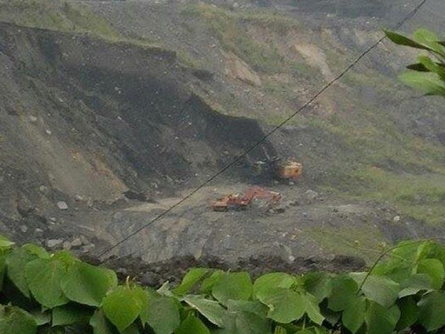 Hai công nhân khai thác than bị đất đá vùi chết - 1