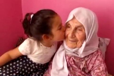 Cụ bà 111 tuổi sống lâu bằng cách… cười mỗi ngày - 1