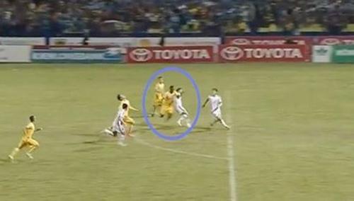 Đình chỉ trọng tài thổi 'penalty ma' trận Thanh Hoá- SLNA - 1