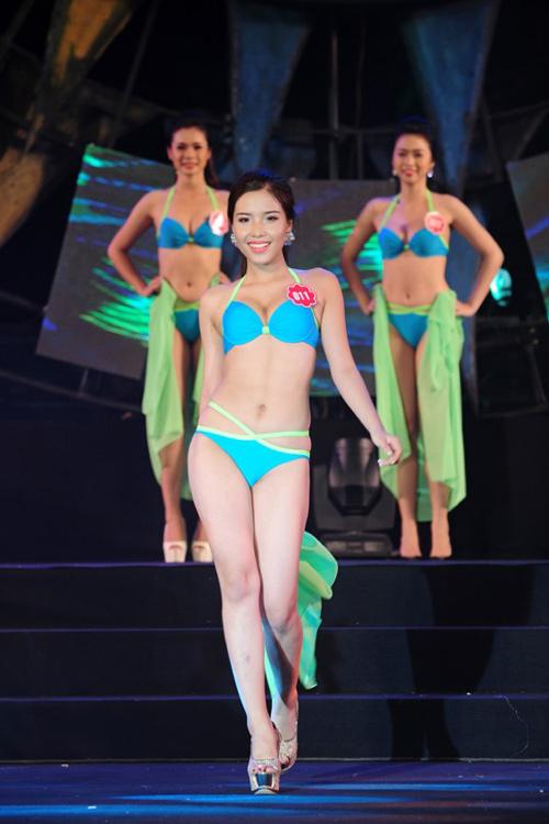 """Thí sinh Hoa hậu Biển thi bikini """"đốt nóng"""" Tuần Châu - 5"""