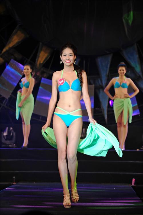 """Thí sinh Hoa hậu Biển thi bikini """"đốt nóng"""" Tuần Châu - 6"""