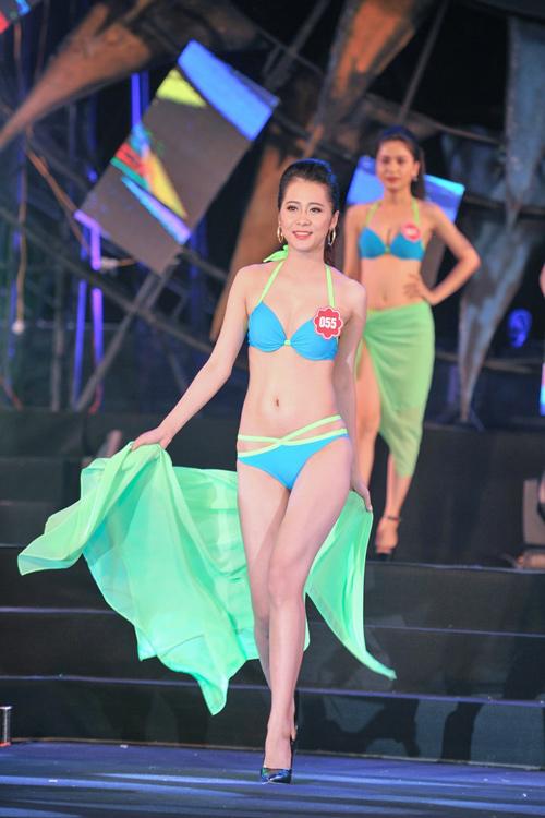 """Thí sinh Hoa hậu Biển thi bikini """"đốt nóng"""" Tuần Châu - 8"""