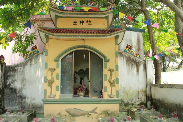 Độc đáo nghĩa trang thờ 100 con cá voi ở Nghệ An - 3