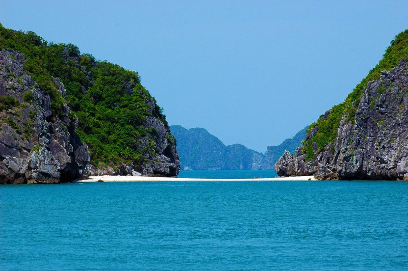 Trốn nóng hè ở 10 hòn đảo siêu đẹp của Việt Nam - 9