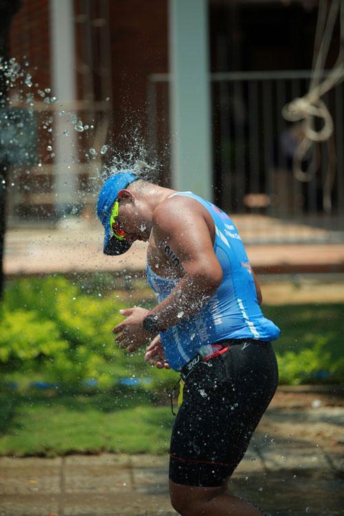 Ironman vượt thử thách trong cái nóng khắc nghiệt - 3