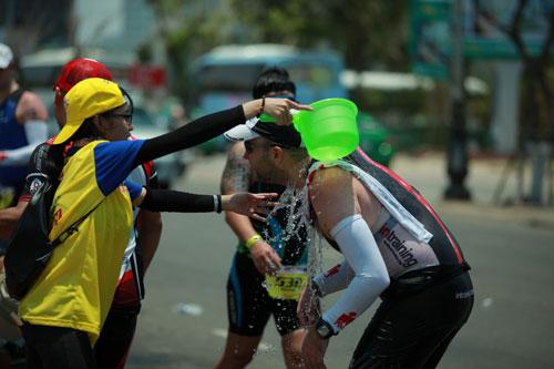 Ironman vượt thử thách trong cái nóng khắc nghiệt - 4