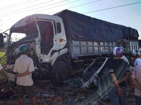 Hai xe tải đối đầu, 2 người tử vong tại chỗ - 4