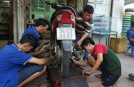 Tiệm sửa xe kỳ lạ giữa Sài Gòn - 1