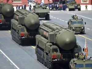 """Ảnh: Dàn vũ khí """"khủng"""" của Nga rầm rập duyệt binh"""