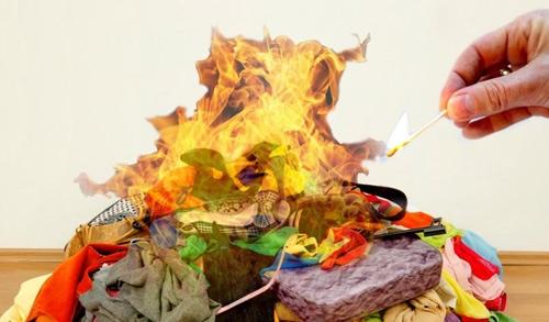 """5 vật tuyệt đối đừng đốt để tránh """"tai bay vạ gió"""" - 1"""