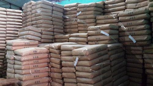 Tạm giữ cả trăm tấn bột mì hết hạn sử dụng - 1