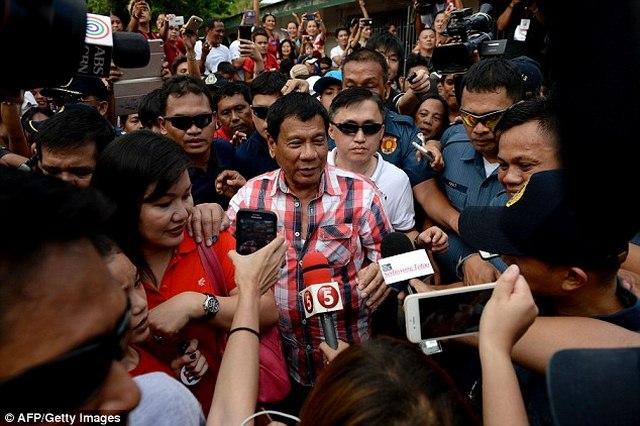 """Người """"hứa"""" diệt vạn tội phạm thành TT Philippines - 1"""