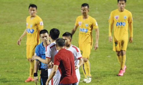 Siết công tác trọng tài ở V.League - 1