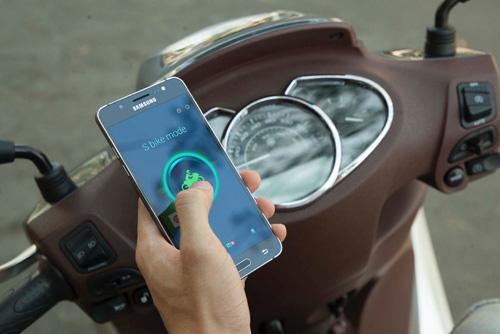 S-Bike của Galaxy J (2016) giúp tăng cường an toàn khi đi xe máy - 1