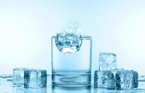 Nỗi lo nước đá bẩn gây ảnh hưởng tới sức khỏe người dùng - 2
