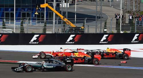 F1 ở Sochi: Lắm chuyện ồn ào, nhiều điều tranh cãi - 1