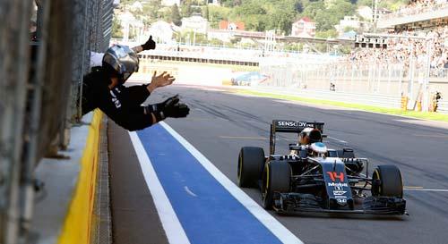 F1 ở Sochi: Lắm chuyện ồn ào, nhiều điều tranh cãi - 2