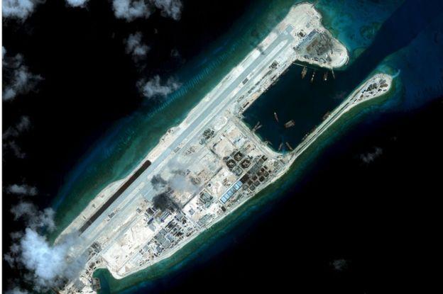 Tàu chiến Mỹ tiến sát đảo nhân tạo trái phép ở Trường Sa - 2