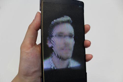 Ra mắt smartphone màn hình uốn dẻo, hiển thị 3D - 2