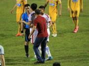 Bóng đá - HLV Ngô Quang Trường bị cấm 2 trận, SLNA không kháng án