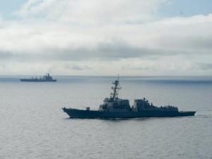 Tàu chiến Mỹ tiến sát đảo nhân tạo trái phép ở Trường Sa