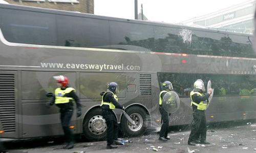 FA sẽ phạt nặng West Ham, nhưng không cho MU đá lại - 5