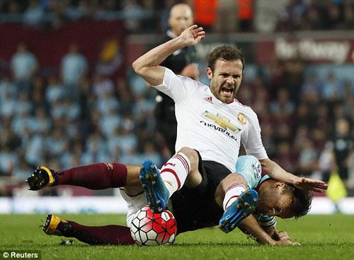 FA sẽ phạt nặng West Ham, nhưng không cho MU đá lại - 10