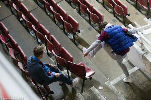 FA sẽ phạt nặng West Ham, nhưng không cho MU đá lại - 12
