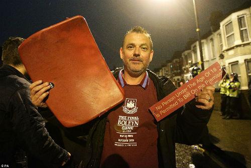 FA sẽ phạt nặng West Ham, nhưng không cho MU đá lại - 15