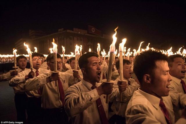Ngàn người Triều Tiên cầm đuốc ăn mừng đại hội đảng - 2