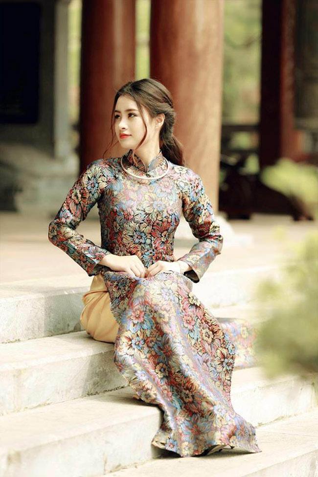 Nữ sinh Thái Bình duyên dáng với tà áo dài.