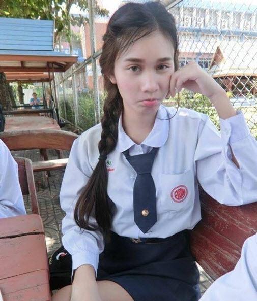 Nữ sinh cấp 3 khiến ai cũng giật mình khi bỏ đồng phục - 2