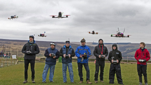 Kỳ thú cuộc đua điều khiển máy bay không người lái - 1