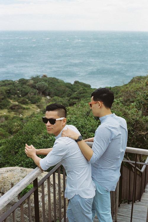 Adrian Anh Tuấn tung ảnh lãng mạn với bạn đời đồng giới - 7