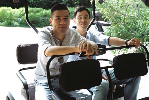 Adrian Anh Tuấn tung ảnh lãng mạn với bạn đời đồng giới - 5
