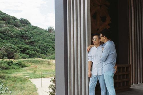 Adrian Anh Tuấn tung ảnh lãng mạn với bạn đời đồng giới - 8