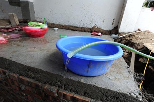HN: Ở biệt thự tiền tỷ, 2 năm không có một giọt nước sạch - 2