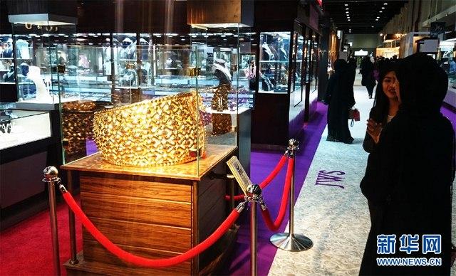 UAE trưng bày nhẫn vàng 64kg lớn nhất thế giới - 2