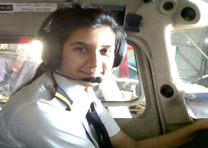 Gặp nữ phi công xinh đẹp trẻ nhất Ấn Độ - 4