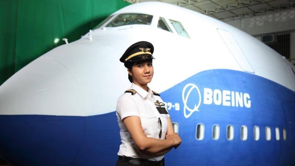 Gặp nữ phi công xinh đẹp trẻ nhất Ấn Độ - 1