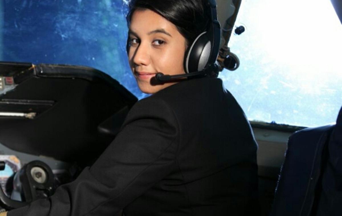 Gặp nữ phi công xinh đẹp trẻ nhất Ấn Độ - 2