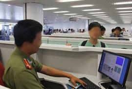 """Bị cấm bay 6 tháng vì... """"sang Bangkok đánh bom"""" - 1"""